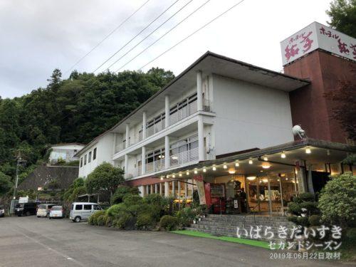 ホテル鮎亭:森の中にありました。