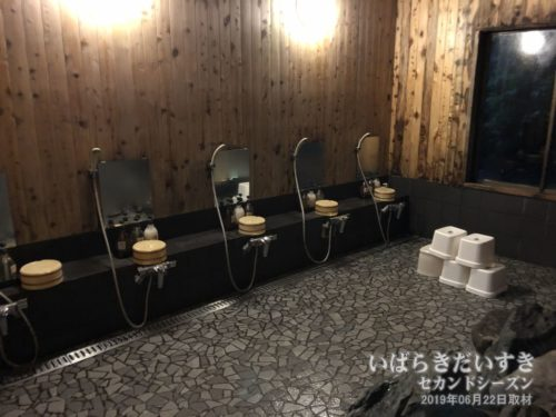 大浴場 洗い場:ホテル鮎亭