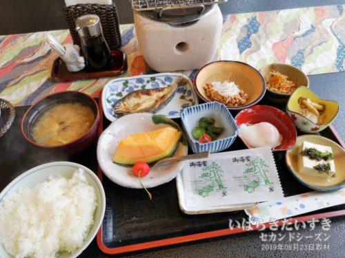 朝食:ホテル鮎亭