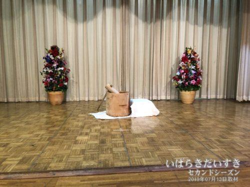ステージではお餅つき:大金温泉グランドホテル