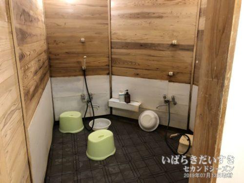 洗い場(露天風呂側):大金温泉グランドホテル