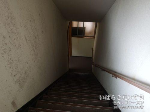 大浴場につづく階段:北条館別館