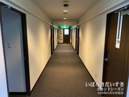 客室階の廊下:神宮ホテル