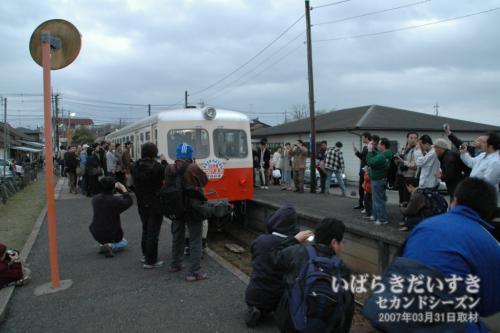 鹿島鉄道廃線日 鉾田駅ホーム(2007年03月撮影)