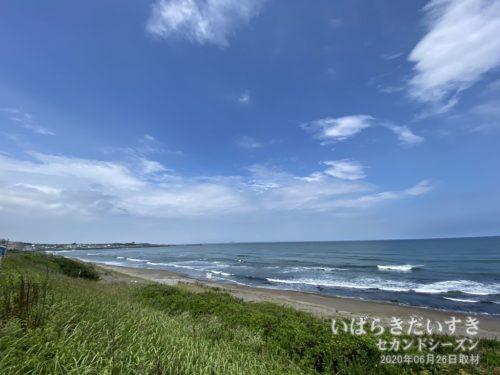 大洗海岸。海開き前のため、砂浜には出られません。