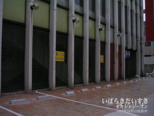 敷地は駐車場として使用されていました。(2004年撮影)