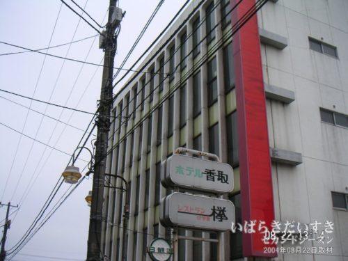 長らく放置されている西友石岡店(跡)。