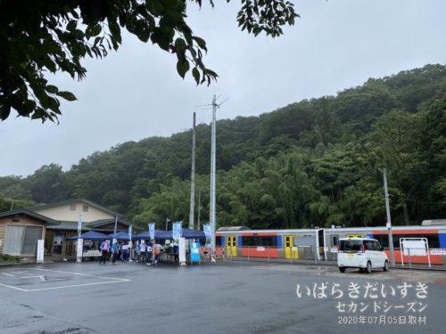 袋田駅のロータリーでイベント。