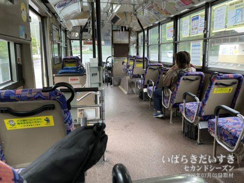 シャトルバスでバス停滝本へ。