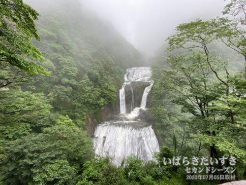 第2展望台は、袋田の滝を上から眺めます。