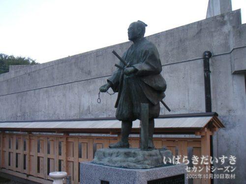 間宮林蔵記念館の間宮林蔵先生の像。