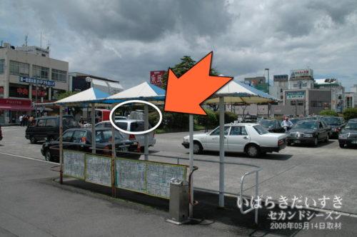 常陸多賀駅駅前ロータリー花壇内に碑がある。(2006年撮影)