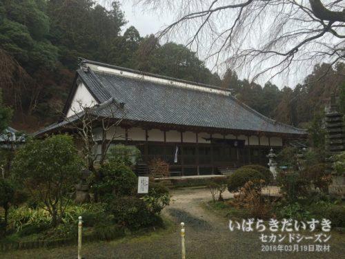 屋根吹き替え前の小松寺本堂(2016年撮影)