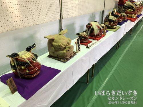 獅子頭彫刻同好会による、獅子頭の展示。