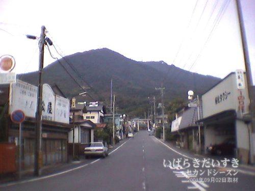 俺が所有する、最古の筑波山駅前の写真。(2001年09月撮影)