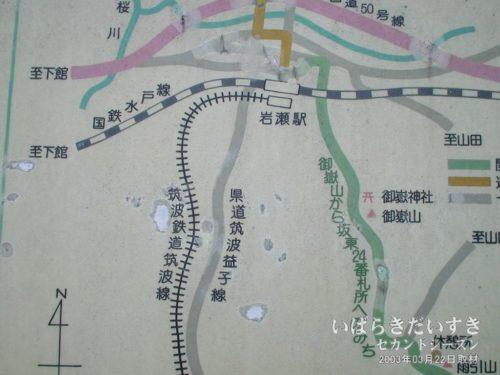 駅前の案内板には、廃線となった筑波鉄道が記載されています。(2003年撮影)