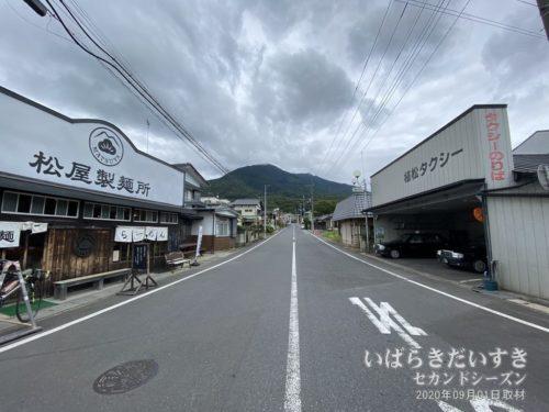 筑波山口駅から筑波山方面を望む。