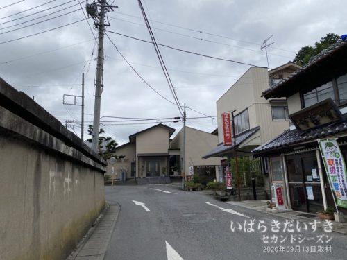 江戸崎城の城下だから、狭い道が入り組む。