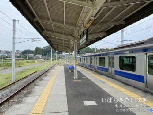常磐線は高浜駅に入線します。