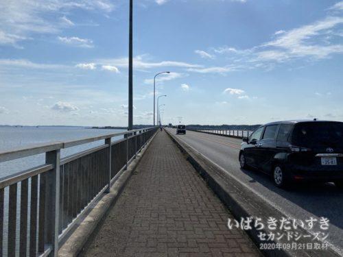 霞ヶ浦大橋を渡り、行方市からかすみがうら市へ。