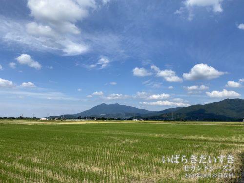 小田方面から筑波山を望む。