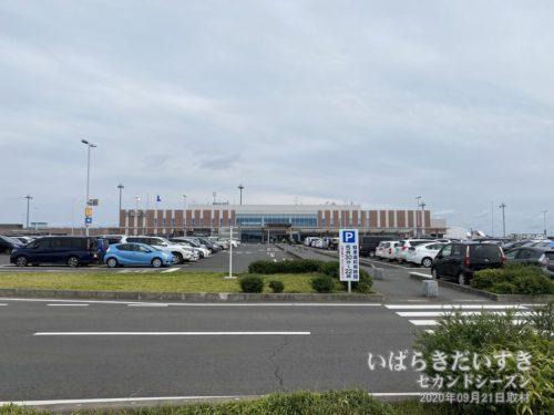 茨城空港 駐車場 / 利用時間 05時30~22時(22時以降は立ち入りできません)