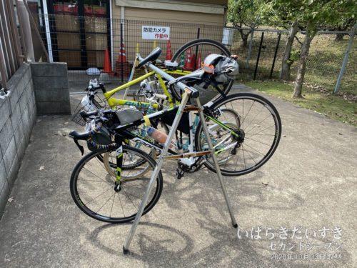 牛久大仏には、自転車ラックが用意されています。