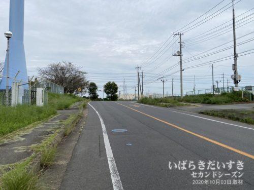 県道(国道):路側帯が狭い場所が多い。また、歩道部分も荒れているケースがある。