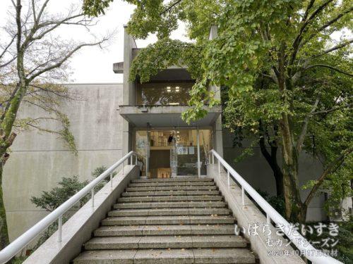 ヒロサワシティの別館が試験会場。