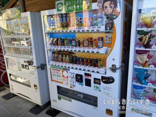 自販機の一部は、電子マネーにも対応。鬼滅の刃仕様。