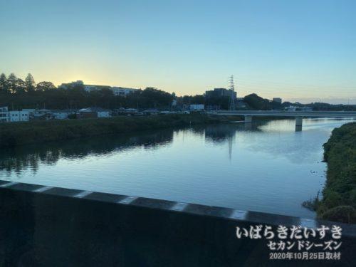 那珂川を越えると、まもなく水戸。