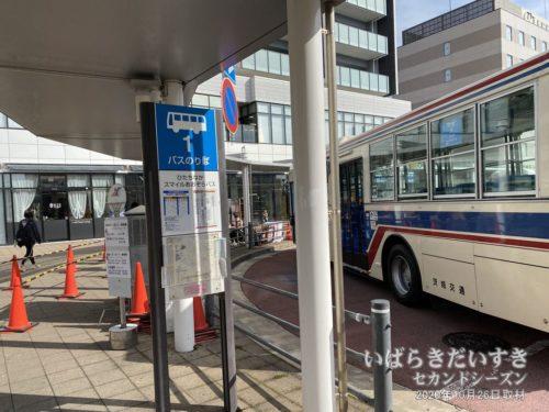 JR勝田駅前に、ひたち海浜公園行きのバス。