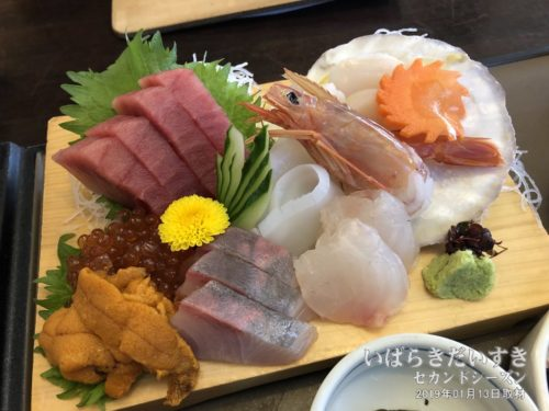 刺身定食の刺身(19年01月撮影) / 海鮮処 森田 那珂湊店<br /> 時期によって、刺身の盛り付けが異なります。それもまた楽しみ。