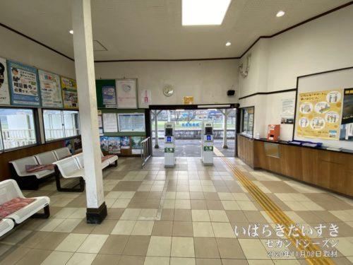 JR岩瀬駅 駅構内:この時間は駅係員は不在。