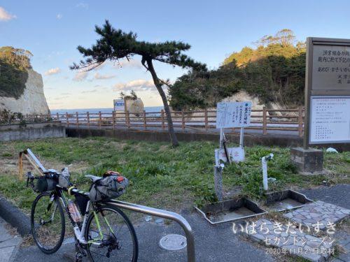 高戸小浜海岸:●●百選、●●八景など選別もののメッカ。