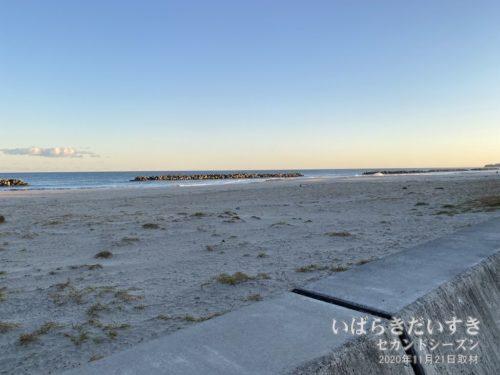 高萩海水浴場:白い砂浜が約2キロほど続く。