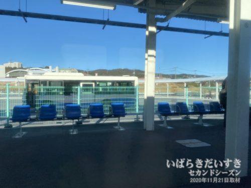 JR大甕駅。かつて向こう側に、日立電鉄線があった。
