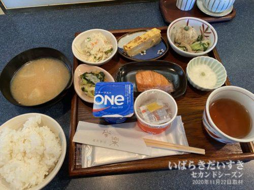 朝食:多賀ステーションホテル