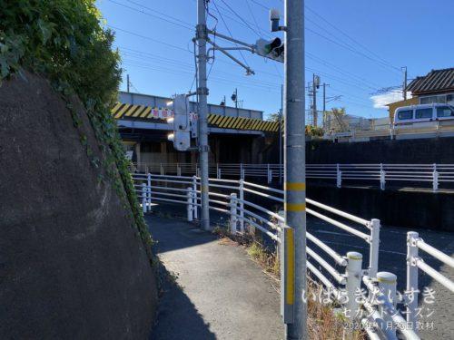 常磐線の線路をくぐり、太平洋側へ。