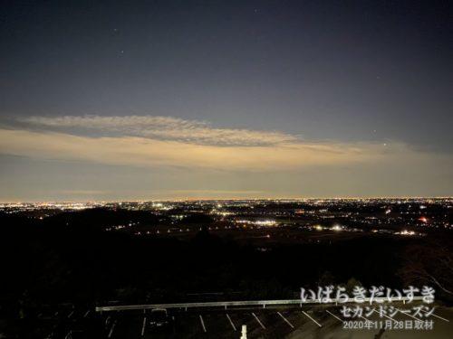 筑波山(男体山)からの夜景。