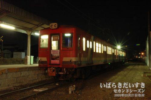 出発を待つ、日立電鉄線の車両。2番線。