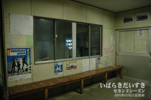 鮎川駅 駅構内。