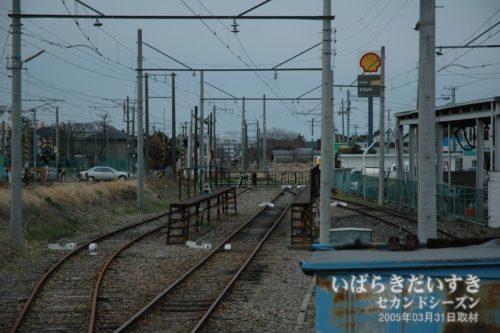 鮎川駅からさらに日立駅方面へ伸びる線路。