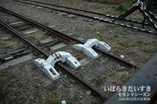 日立電鉄線、踏切手前の車止め。