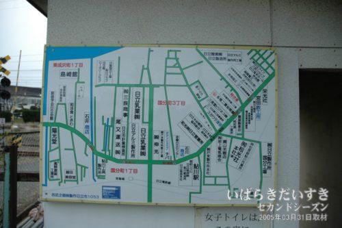 鮎川駅に掲げられていた、周辺の地図。