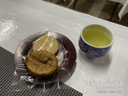 お茶とお菓子をごちそうになる。