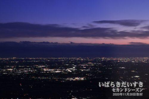 筑波山 男体山 コマ展望台レストランから望む夜景。