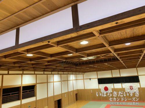 格天井は創建当時のものと、S42年に追加されたものが混在。