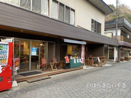 トキワ / 店頭にテラス席があり、袋田の滝っぽくない(失礼!)、おしゃれなお店。