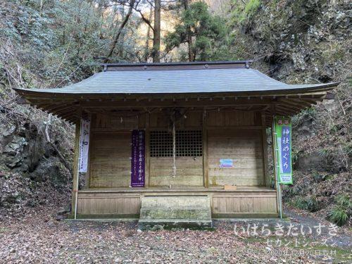 奥久慈 / 男体山神社 拝殿。
